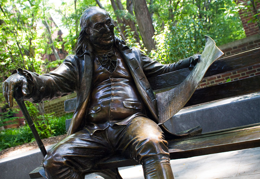 Sculpture of Benjamin Franklin on a bench at The University of Pennsylvania