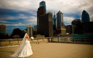 A bride walking across the rooftop deck of The Franklin Institute.