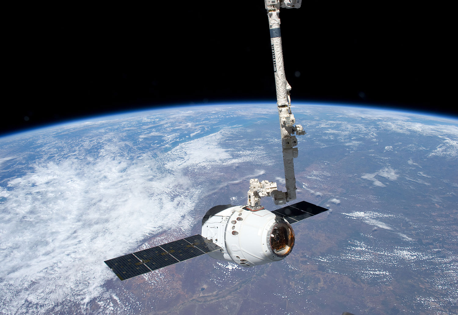 Dragon Spacecraft grappled by SSRMS