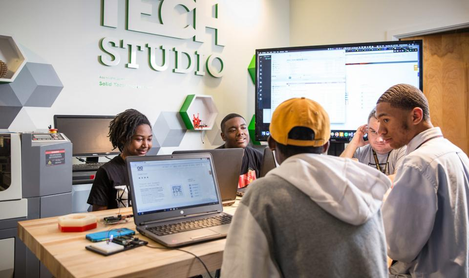 A high school group in a workshop at the Tech Studio
